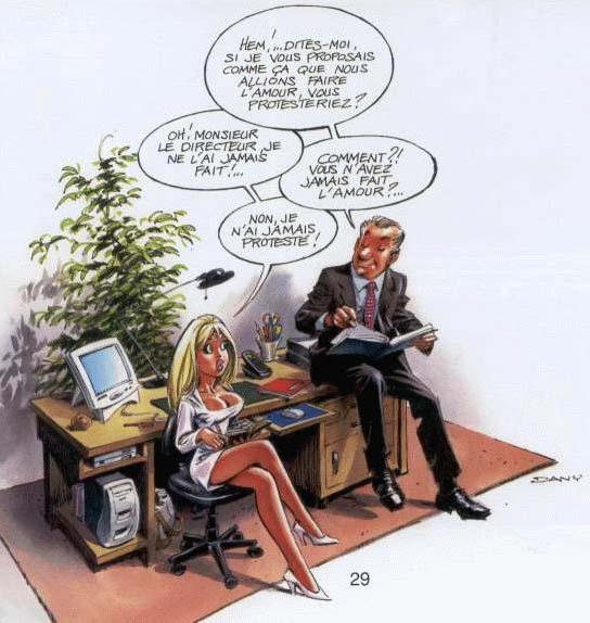 Secrétaire se pencher sur le bureau des patrons