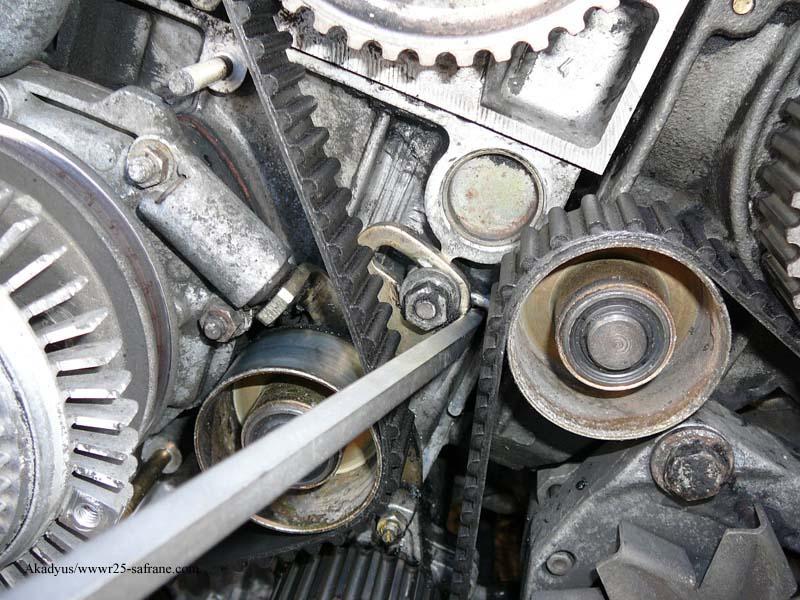 distribution sur turbo diesel...galet enrouleur ?? FINI !! P1000213