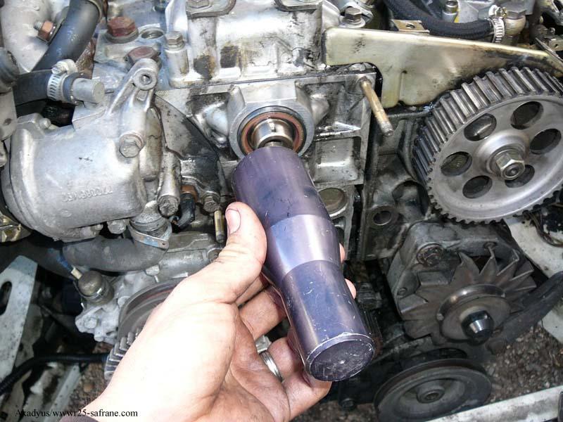 distribution sur turbo diesel...galet enrouleur ?? FINI !! P1000219