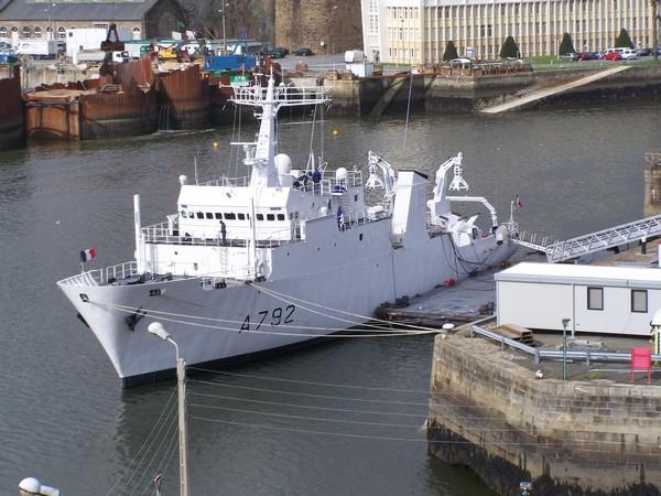 [Activité des ports, pêche plaisance] BREST 2007 4_bati10