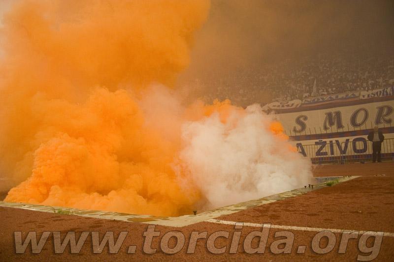 Photos Pyrotechnie (Torches, Pots à Fumée...) Crw93210