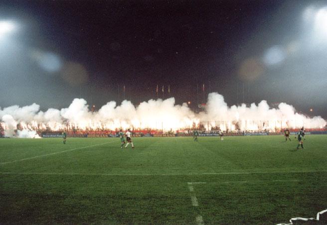 Photos Pyrotechnie (Torches, Pots à Fumée...) 02uefa10