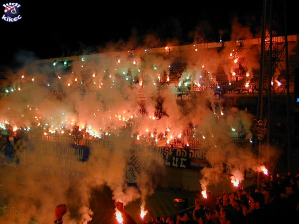 Photos Pyrotechnie (Torches, Pots à Fumée...) - Page 2 Dinamo10