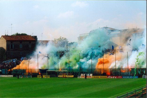 Photos Pyrotechnie (Torches, Pots à Fumée...) - Page 2 Italie10
