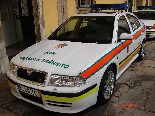 Skoda au service de la police - Page 3 02_sko10