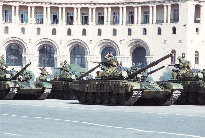 Armée Armenienne (News, Photos, Vidéos) T-72_310