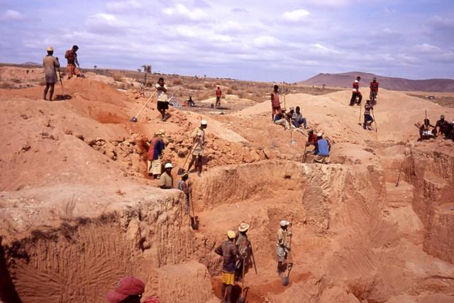 ILAKAKA, mines de saphirs - Madagascar Ilakak11