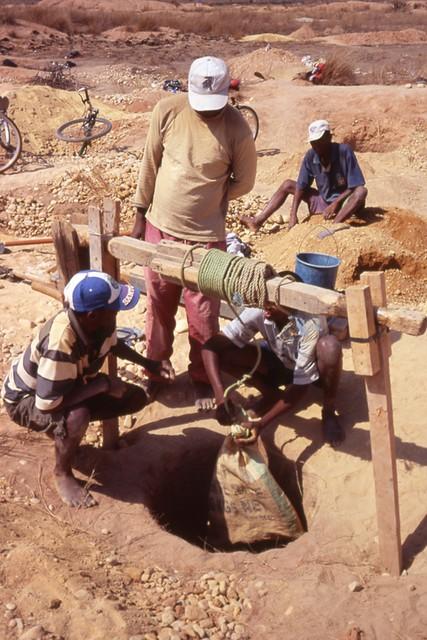 ILAKAKA, mines de saphirs - Madagascar Ilakak13