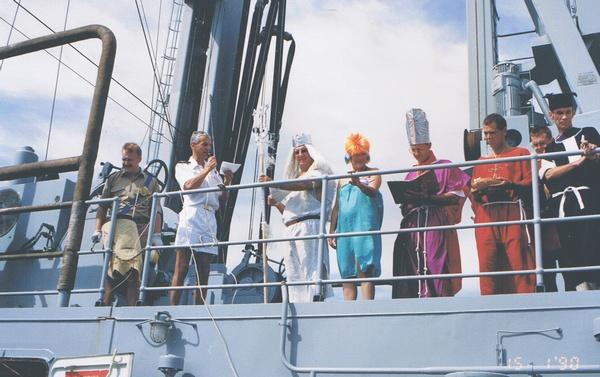 [ Les traditions dans la Marine ] LE PASSAGE DE LA LIGNE - ÉQUATEUR (Sujet unique) - Page 2 Cci00029