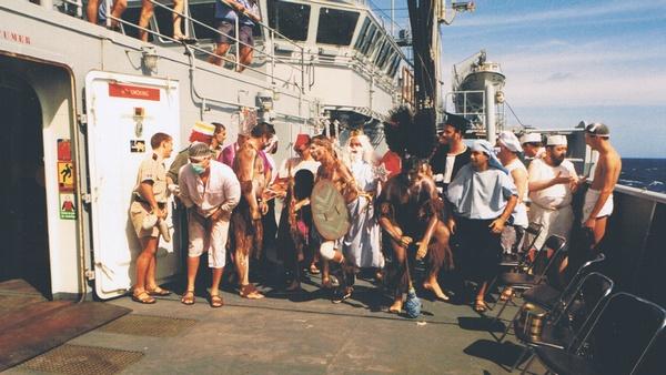 [ Les traditions dans la Marine ] LE PASSAGE DE LA LIGNE - ÉQUATEUR (Sujet unique) - Page 2 Cci00030