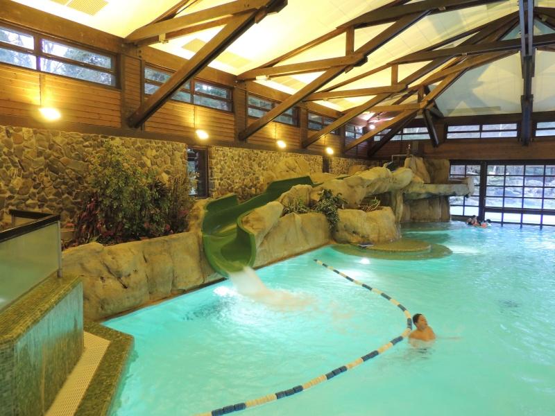 Disneyland paris disney 39 s sequoia lodge suite honeymoon for Piscine sequoia lodge