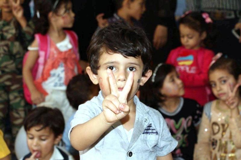 أطفال خانيونس يرحبون بوفد الحكومة 22104610.jpg
