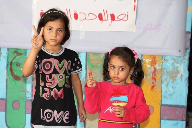 أطفال خانيونس يرحبون بوفد الحكومة 22137010.jpg