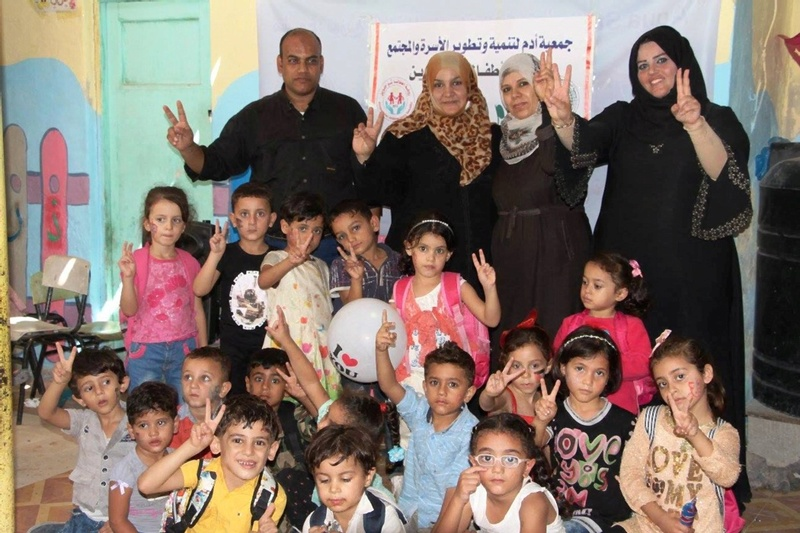 أطفال خانيونس يرحبون بوفد الحكومة 22179610.jpg